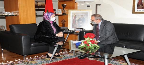 Madame Nezha El Ouafi, Ministre Déléguée chargée des Marocains Résidant à l'Etranger (MRE) a accueilli, le mercredi 05 mai 2021, au siège du Ministère, S E M Armando Barucco, Ambassadeur d'Italie auprès du Royaume du Maroc.